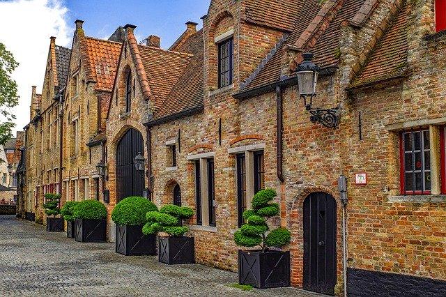 Fassadenreinigung bei alten historischen Fassaden und Mauern